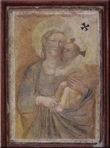 La Madonna con bambino trecentesca situata nel versante occidentale delle antiche mura