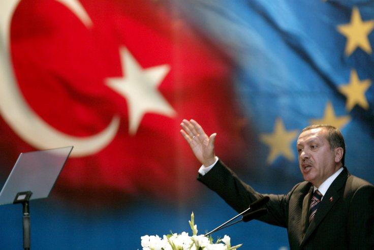 1450434979turchia-sull-arresto-dei-giornalisti-erdogan-non-accetta-lezioni-l-europa-pensi-agli-affari-suoi.jpg