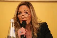 Elisabetta Beggio mentre parla del fallimento delle attuali politiche migratorie italiane ed europee e del caso Prandina a Padova.
